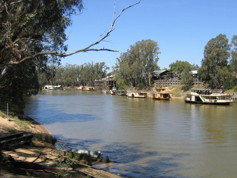 moama photos travel nsw accommodation visitor guide. Black Bedroom Furniture Sets. Home Design Ideas